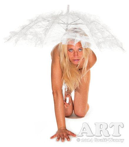 ... Frau im Akt mit Brautschirm...