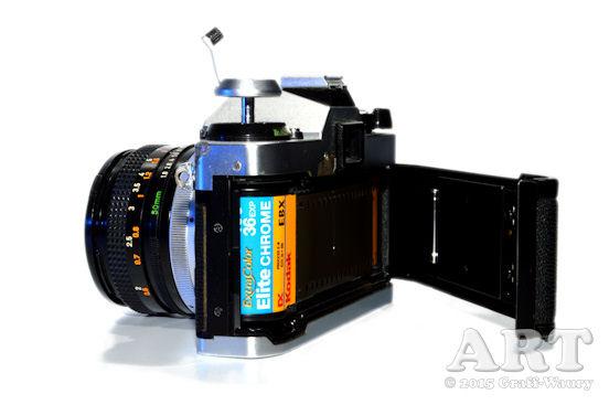 Abbildung eines Fotoapparates mit geöffnetem Gehäuse